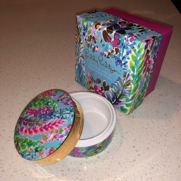 0346459343a Lilly pulitzer porcelain ring dish with lid